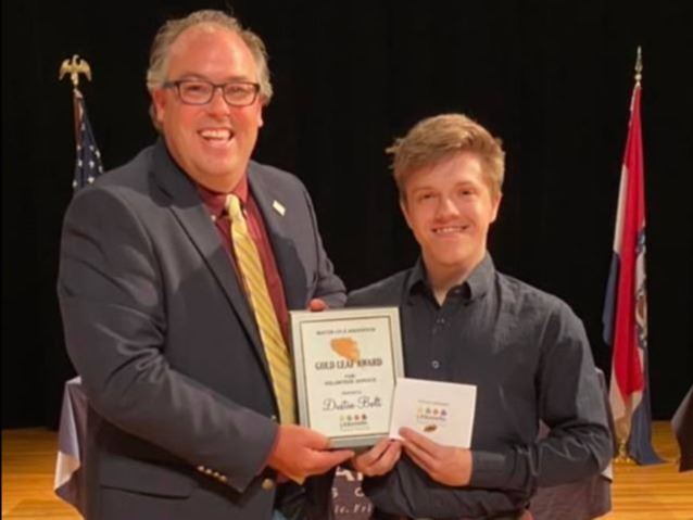 Photo of Mayor Jared Carr and Youth Winner Dustin Bolt